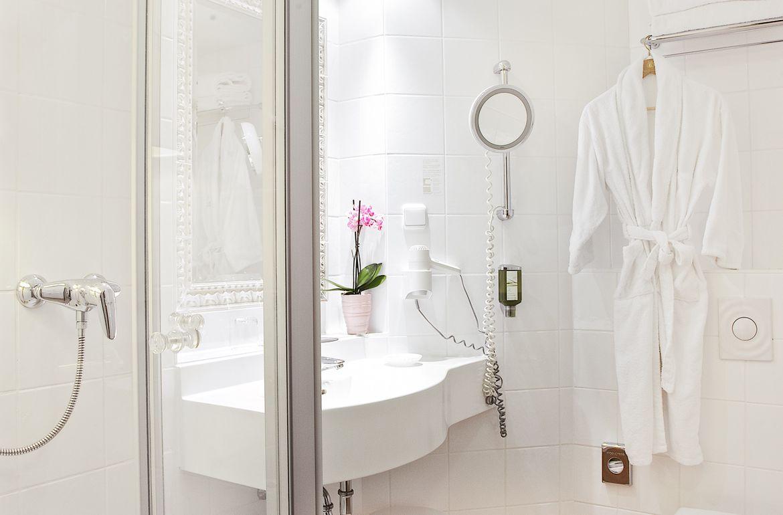 Großartig Bild Junior Suite Mit Badezimmerausstattung Im Hotel Prinzregent ...